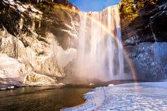 De Waterval van Skogafoss in IJsland stock foto's