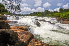 De waterval van Ta Tai in koh kong provincie in koninkrijk van Kambodja dichtbij de grens van Thailand Royalty-vrije Stock Afbeelding