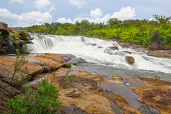 De waterval van Ta Tai in koh kong provincie in koninkrijk van Kambodja dichtbij de grens van Thailand Stock Foto