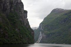 De waterval van zeven Zusters op Geirangerfjord Royalty-vrije Stock Foto's