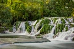 De watervallen Kocusa2 Bosnië-Herzegovina van de Trebizatrivier royalty-vrije stock foto's