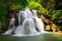De watervallen van Huay mae khamin in Thailand Stock Afbeeldingen