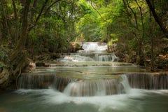 De watervallen van Huay mae khamin in Thailand Stock Afbeelding