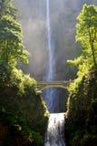 De watervallen van Multnomah met brug Stock Afbeeldingen
