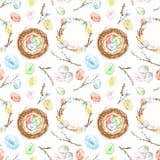 De waterverfhand schilderde het naadloze patroon van Pasen met gekleurde eieren, vogelnest, takjes, boomtak, kroon Decoratieve El royalty-vrije stock foto's