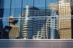 De weerspiegelde gebouwen van Vancouver Stock Fotografie