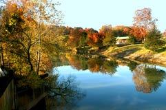 De weerspiegelde Herfst stock afbeeldingen