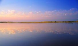 De weerspiegeling van de zonsondergang in sea2 Royalty-vrije Stock Foto's