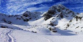 De weg aan de berg Stock Afbeelding