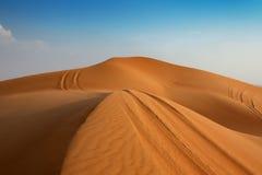 De weg aan de duinen Royalty-vrije Stock Afbeelding