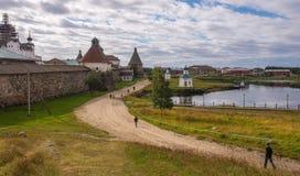 De weg aan het klooster Stock Afbeelding