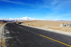 De weg aan Himalayagebergte Stock Foto's