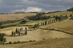 De weg aan Montichiello, Toscanië royalty-vrije stock fotografie