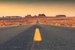 De weg aan Monumentenvallei, Utah royalty-vrije stock foto's