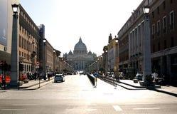 De weg aan St Peter Basiliek Royalty-vrije Stock Foto's