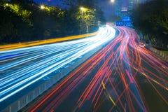 De weg bij nacht stock fotografie