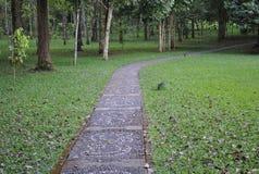 De weg in de botanische tuin van Bedugul Bali stock foto's
