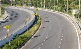 De weg buigt lege weg met boom Royalty-vrije Stock Foto