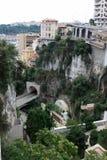 De weg die door een tunnel in de rots overgaan De stad van Nice royalty-vrije stock afbeeldingen