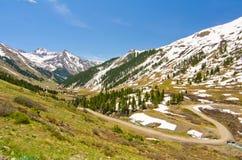De weg die tot Animas Vorken, een Spookstad in San Juan Mountains van Colorado leiden Stock Fotografie