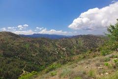 De weg door de bergen Stock Afbeeldingen