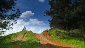 De weg door de heuvel Toepassing: abstracte, symbolische illustratie, aard royalty-vrije stock afbeelding
