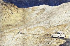 De weg en de berg van het Leh ladakh Landschap Digitaal Art Impasto Oil royalty-vrije stock foto's