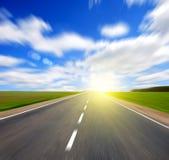 De weg en de hemel van Blured stock afbeelding