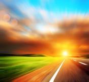 De weg en de hemel van Blured Royalty-vrije Stock Foto's