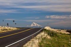 De weg en zet Kap op Royalty-vrije Stock Foto's