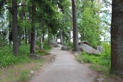 De weg in het Monrepo-Park in Vyborg Stock Fotografie