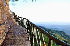 De weg langs de klip Royalty-vrije Stock Afbeelding
