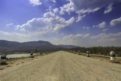 De weg op de dam Stock Afbeelding