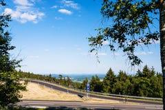de weg op Rimberg zet in Hesse-Staat van Duitsland op Stock Afbeeldingen