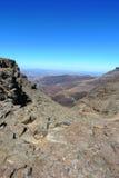 De weg op Sani-Pas tussen Zuid-Afrika en Koninkrijk van Lesotho royalty-vrije stock foto