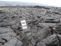 De weg sloot teken ingebed in lava Stock Foto