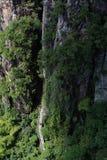 De weg tussen twee bergen Stock Afbeelding