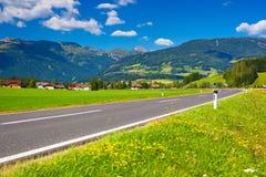 De weg van alpen Stock Foto's