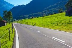 De weg van alpen Stock Afbeeldingen