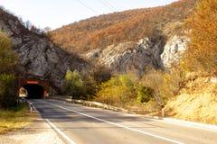 De weg van de berg in de herfst De Krim, de Oekraïne royalty-vrije stock afbeelding