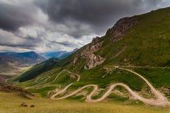 De weg van de berg Pas 33 papegaaien, Kyrgyzstan Royalty-vrije Stock Afbeelding