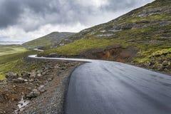 De weg van de asfaltteer in de bergen van Lesotho Royalty-vrije Stock Fotografie