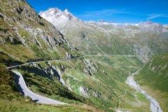 De weg van de berg, Sustenpass, Centraal Zwitserland Stock Afbeelding