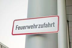 De weg van de brandredding (Feuerwehrzufahrt) Stock Fotografie