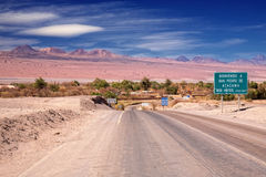 De weg van de ingang aan San Pedro DE Atacama, Chili Royalty-vrije Stock Foto