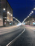 De weg van de nacht in de stad. St. Pererburg Stock Foto's