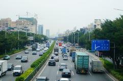 107 de Weg van de staat, Shenzhen, Baoan-sectie van het verkeerslandschap Stock Afbeelding