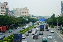 107 de Weg van de staat, Shenzhen, Baoan-sectie van het verkeerslandschap Stock Foto's