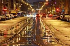 De weg van de stad bij nacht Stock Foto