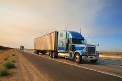 De weg van de vrachtwagen
